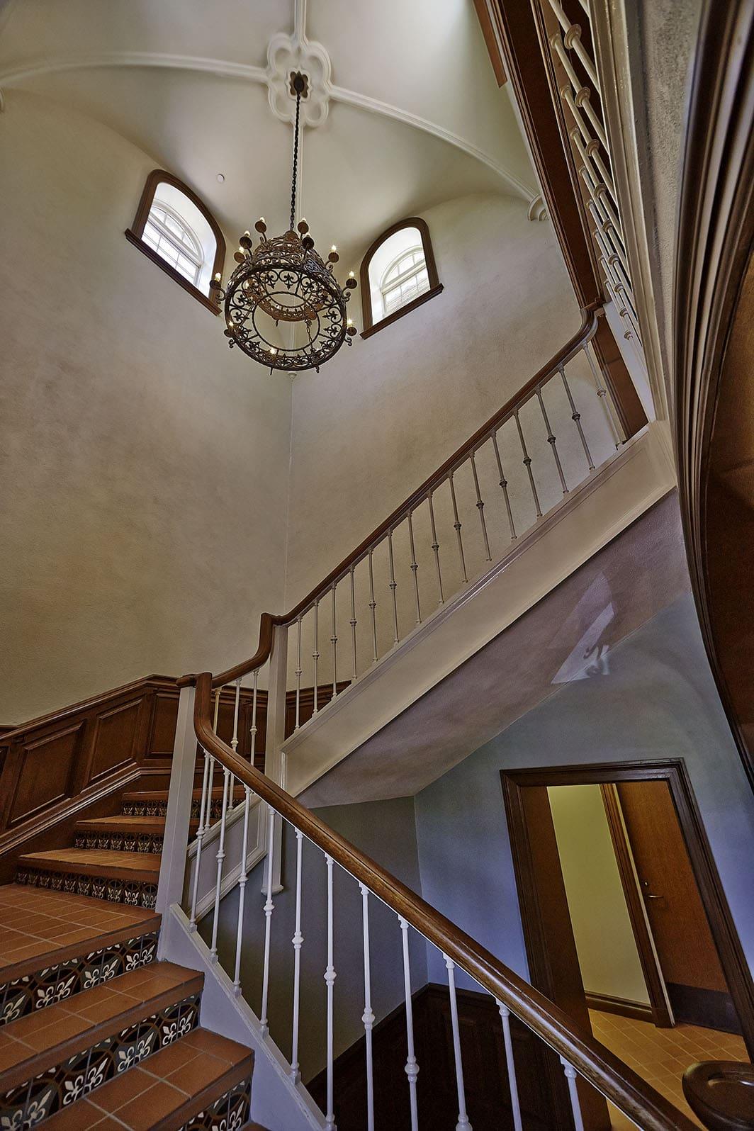 Highland Park Town Hall/ DPS | Interior Stairwell
